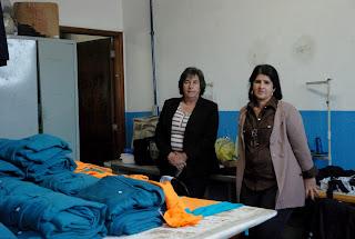 Secretária Graça Granito e a coordenadora da Confecção do CRAS Barroso ressaltam que diversas alunas já conquistaram uma vaga no mercado de trabalho