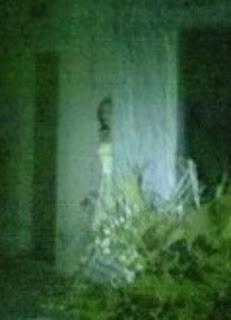 fantasma de mujer en cementerio argentino