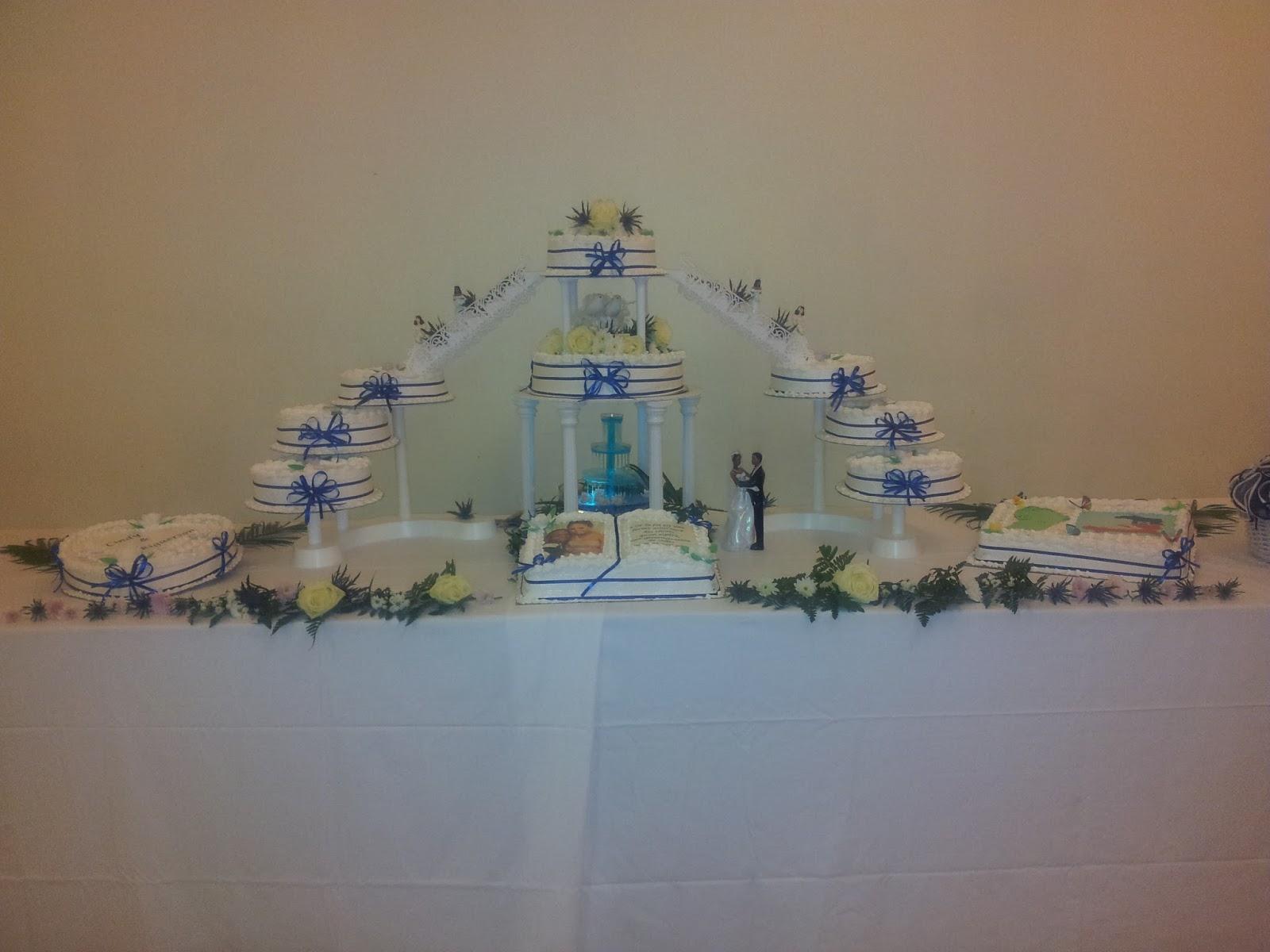 La Pâtisserie de Brunette: Gâteau de mariage couleur bleu nuit