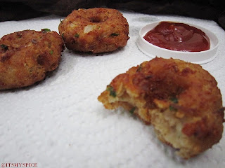 Bread Vada- a quick and easy snack with bread
