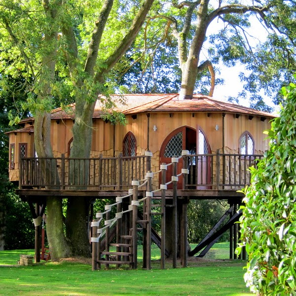 mediteran wooden treehouse