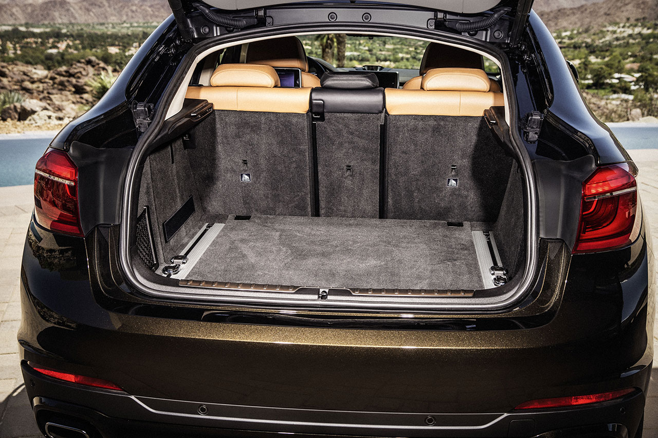 BMW X6 trunk