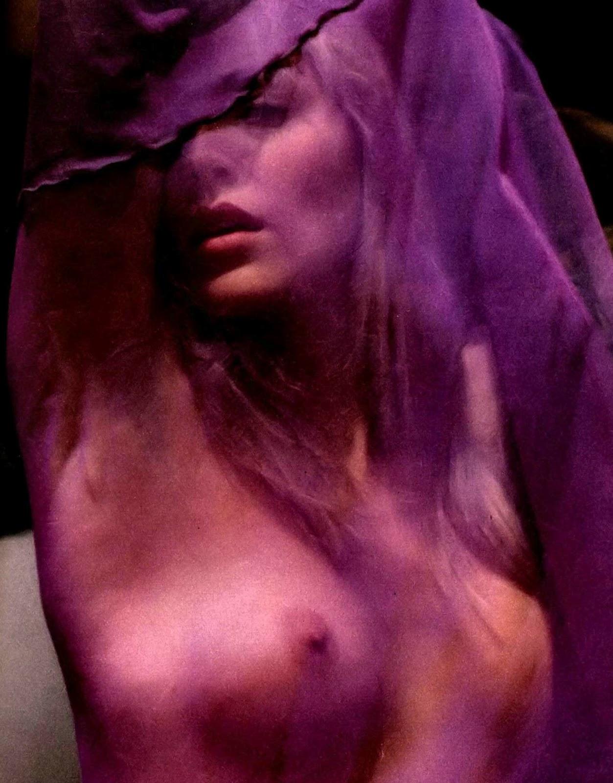 http://2.bp.blogspot.com/-ZIB00qjOsUw/TzOd5NC6vPI/AAAAAAAADB8/4T-4GqcAUBE/s1600/sharon_stone_47415.jpg