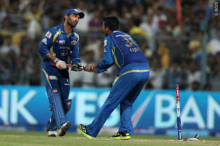 Dinesh-Karthick-Pragyan-Ohja-celebrate-Winning-IPl-2013