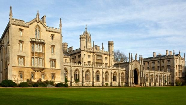 ─ Capítulo I, Ato I, II e III ~ Ressonância da Morte. ─  Universidade-de-Cambridge-size-598