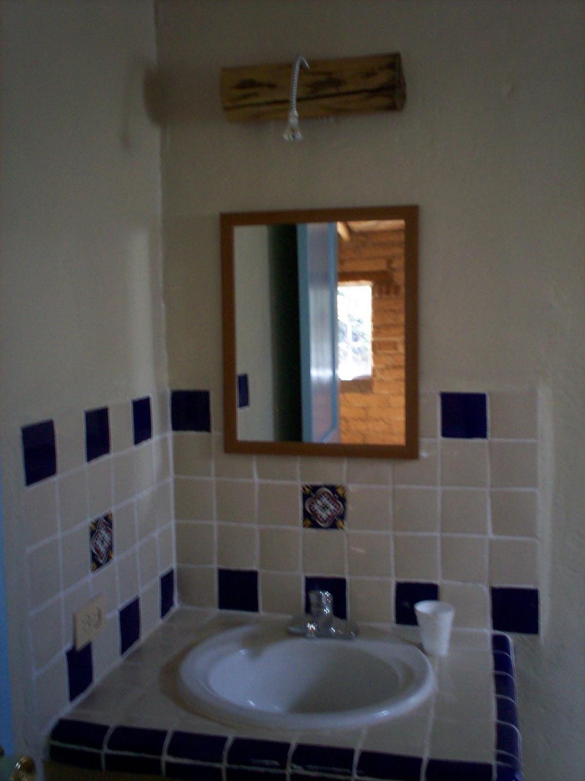 Azulejos Para Baño De Talavera:ACABADOS EN AZULEJO TALAVERA EN TINAS, DUCHAS Y LAVABOS DE LOS BAÑOS