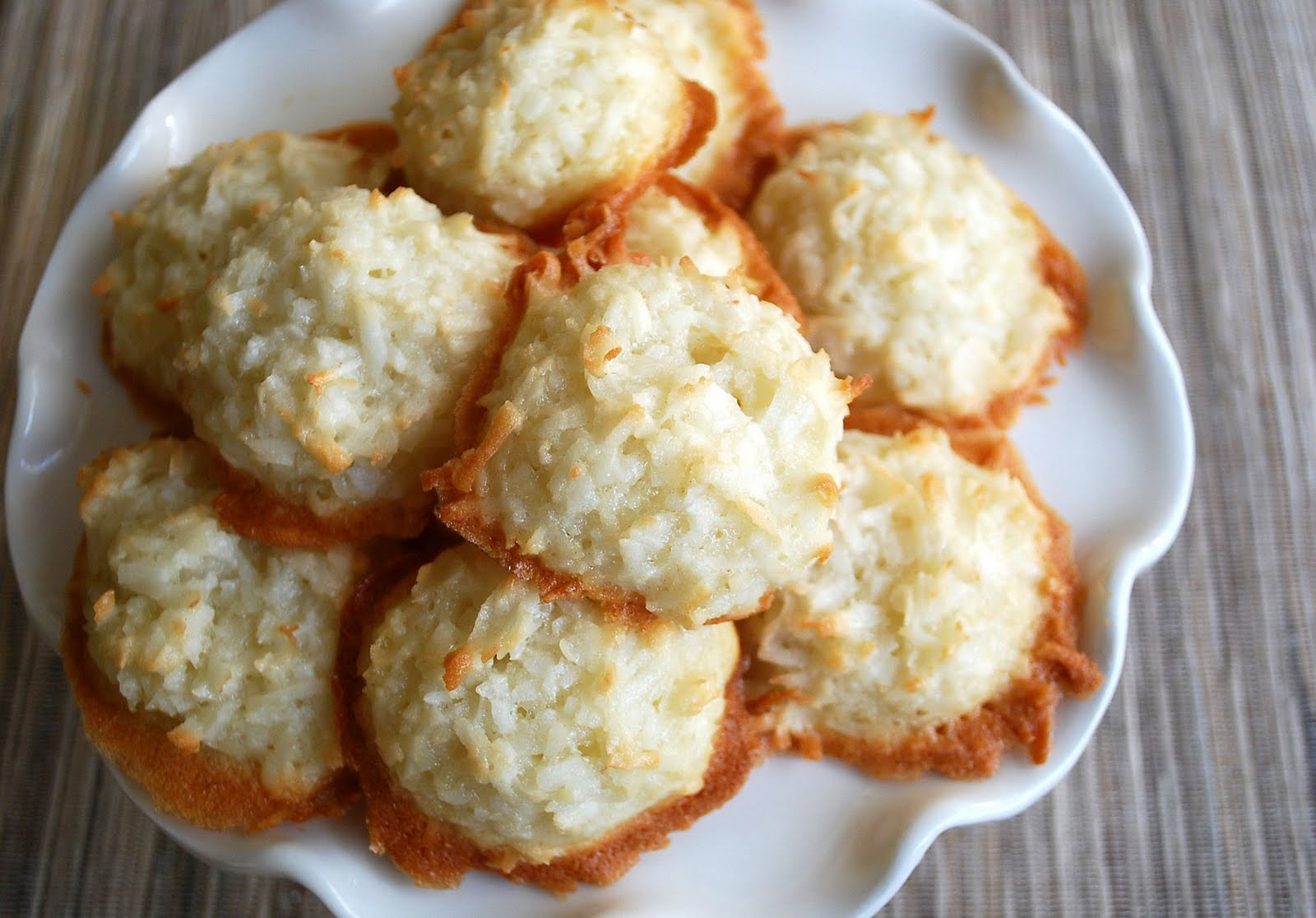 Lucy's Ladle: Coconut Macaroons