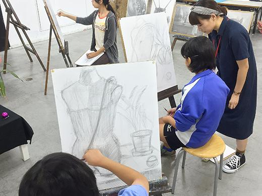 美術クラブ 横浜美術学院の中学生向け教室 たっぷりとした空間を描く「静物デッサン」7