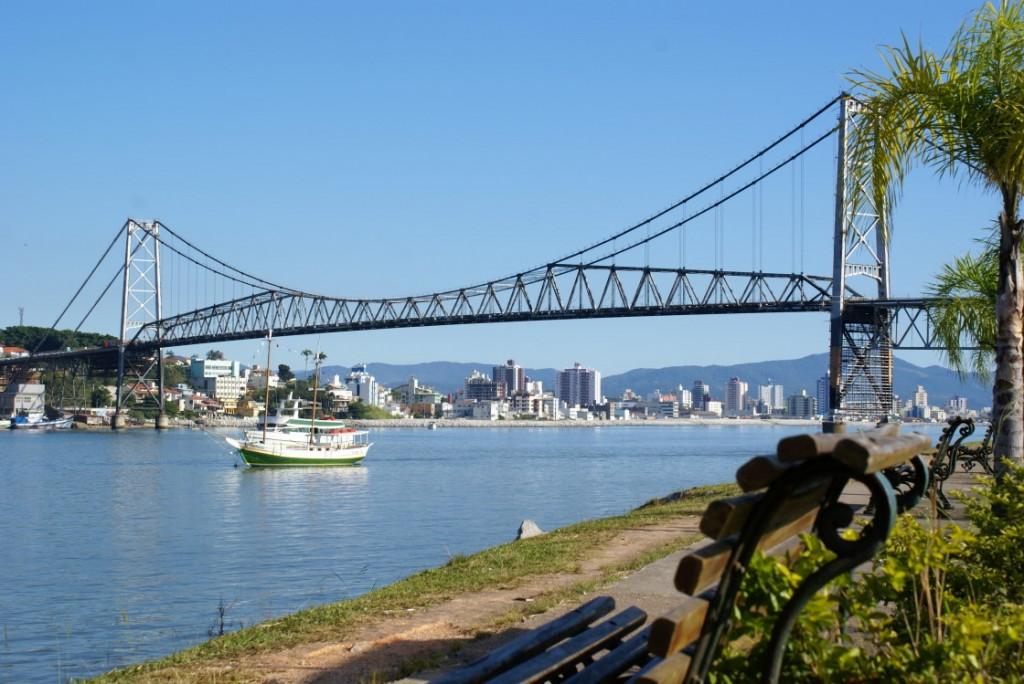 http://2.bp.blogspot.com/-ZJCdzjrXwvM/UZEcYIikhZI/AAAAAAAAqRc/nIUW-DNDBc4/s1600/ponte-hercilio-luz.jpg