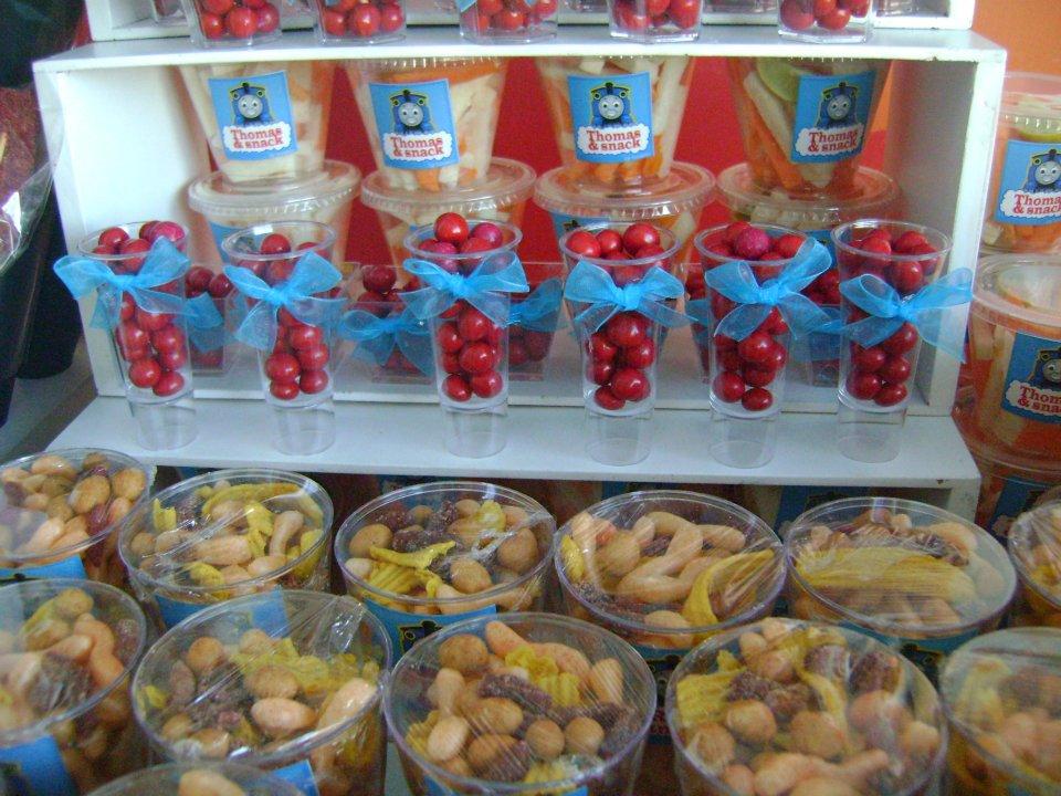 Ideas para tus fiestas infantiles candy bar thomas en carreta - Ideas decoracion bar ...