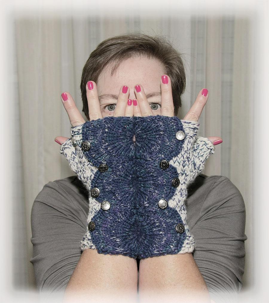http://buentchen.blogspot.de/2013/12/spatterdash-wristwarmers-jeansstyle.html