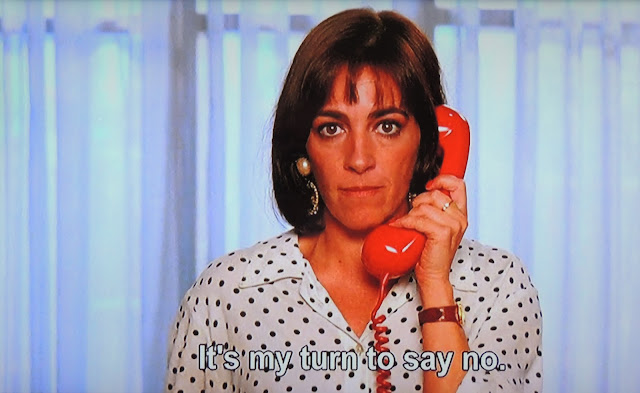 Carmen Maura on telephone as Pepa