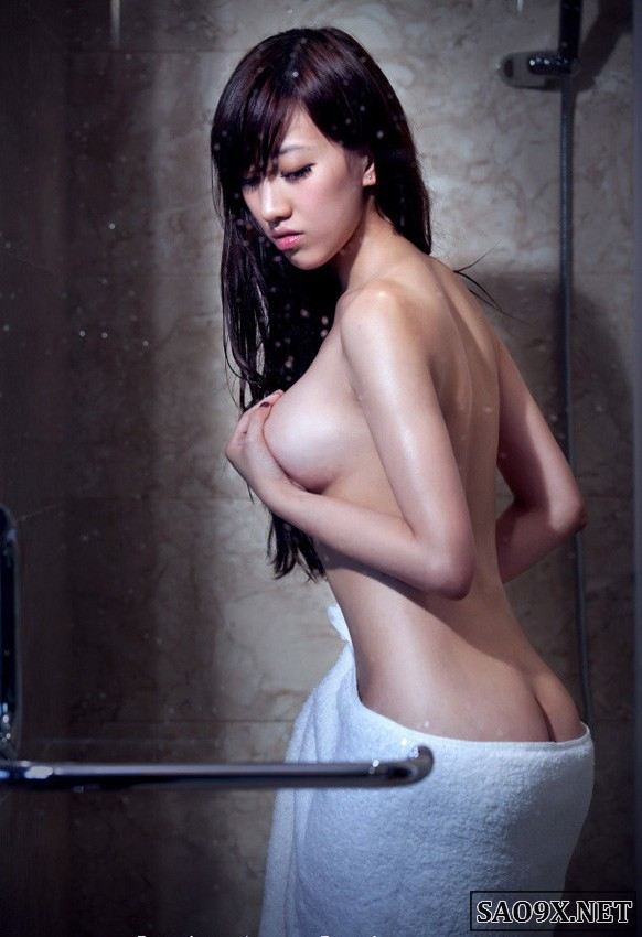 Gái đẹp không mặc đồ khoe ngực trần nóng bỏng