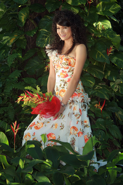 myanmar actress outdoor portrait yadanar pone