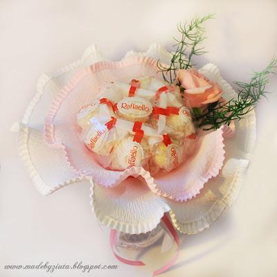 słodki bukiet raffaello barbara wójcik kartki okolicznościowe bukiet z cukierków