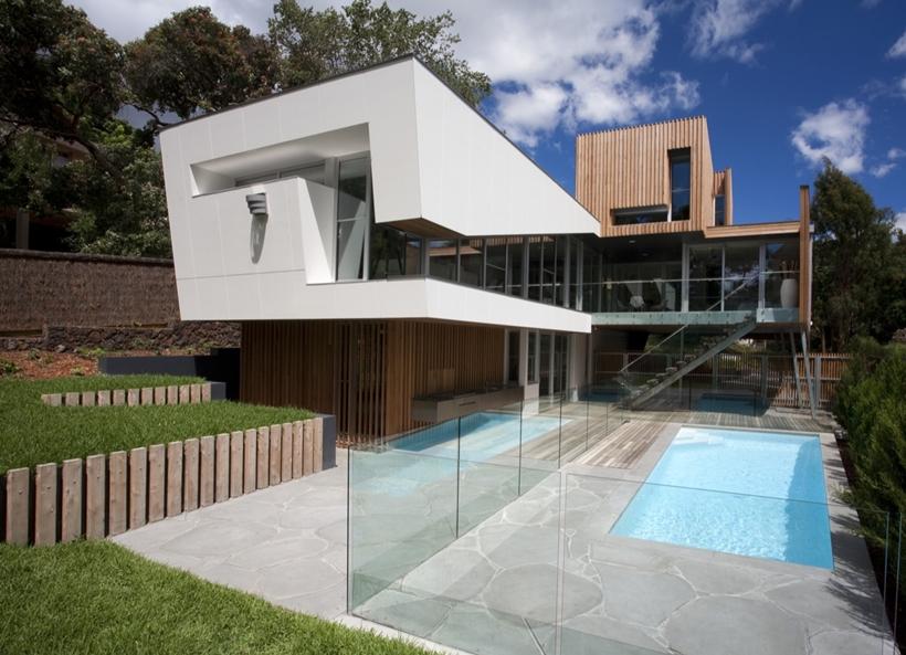 Backyard facade of Kew House by Vibe Design Group