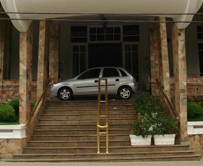 O Corsa Hatch 1.4 2009/2010 teve seus dias de nobreza na escadaria do hotel mais garboso de Águas de Lindoia.