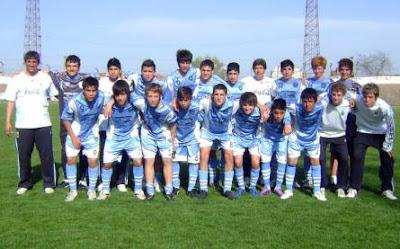 Los chicos del Centro de Alto Rendimiento de AFA jugaron hoy 21 de  septiembre en la cancha del Club Estudiantes contra equipos conformados por  jugadores de ... 8e997a174aec7