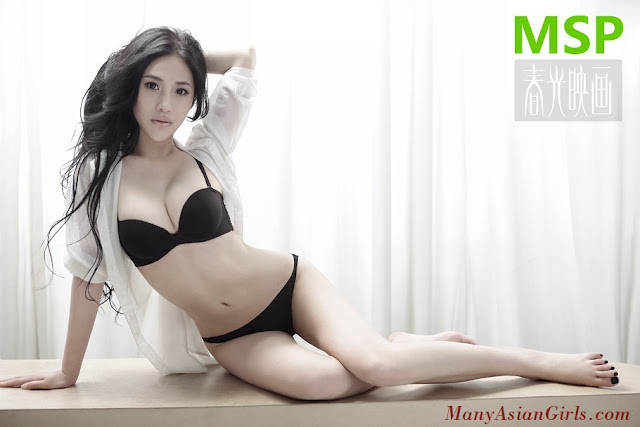 Chinese Model Quian Zheng Qiu