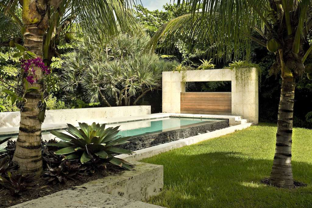 Tropical garden and landscape design modern design by for Modern garden