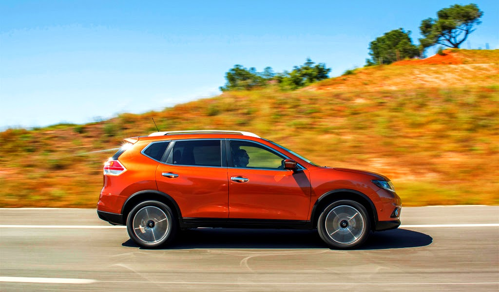 2014 Nissan X-Trail Side View