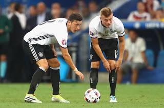 Toni Kroos attacks Mesut Ozil over retirement