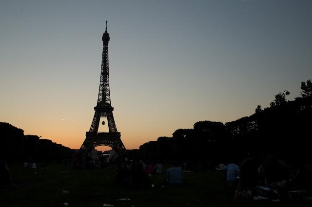 Paris, Perancis, Travelling, Eiffel, Menara Eiffel, Eiffel tower, tempat wisata, wisata, sunset in Eiffel, matahari terbenam di Eiffel,eropa