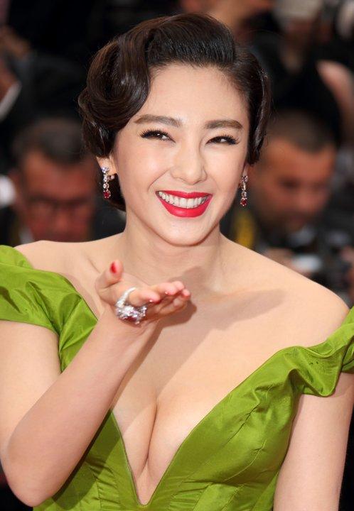 Zhang Yuqi (张雨绮 Zhāng yǔ qǐ) - so beautiful and stunning!