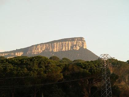 Cingera de Sant Roc de la Barroca des de la carretera a Sant Martí de Llémena
