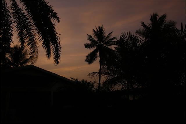 La noche cae sobre Carabane