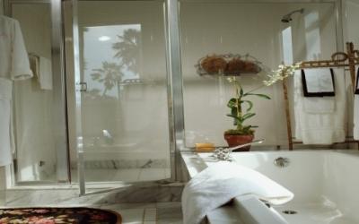 Idee casa e giardino - Idee rivestimento bagno moderno ...