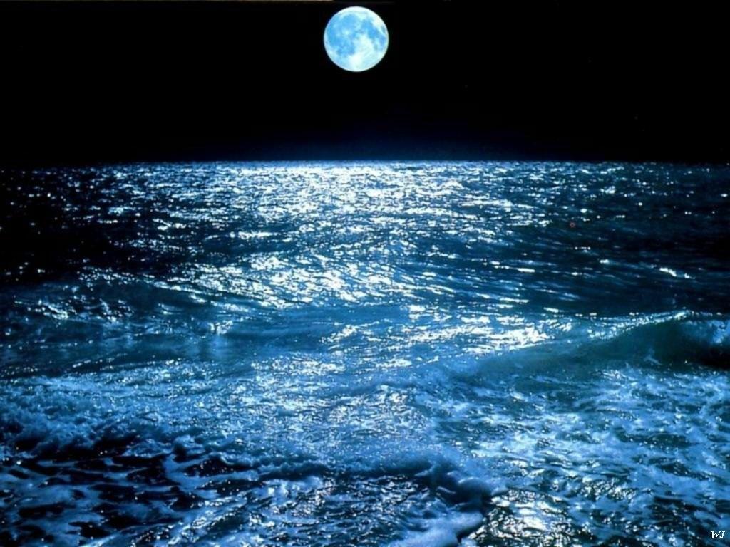 Luna sobre el océano