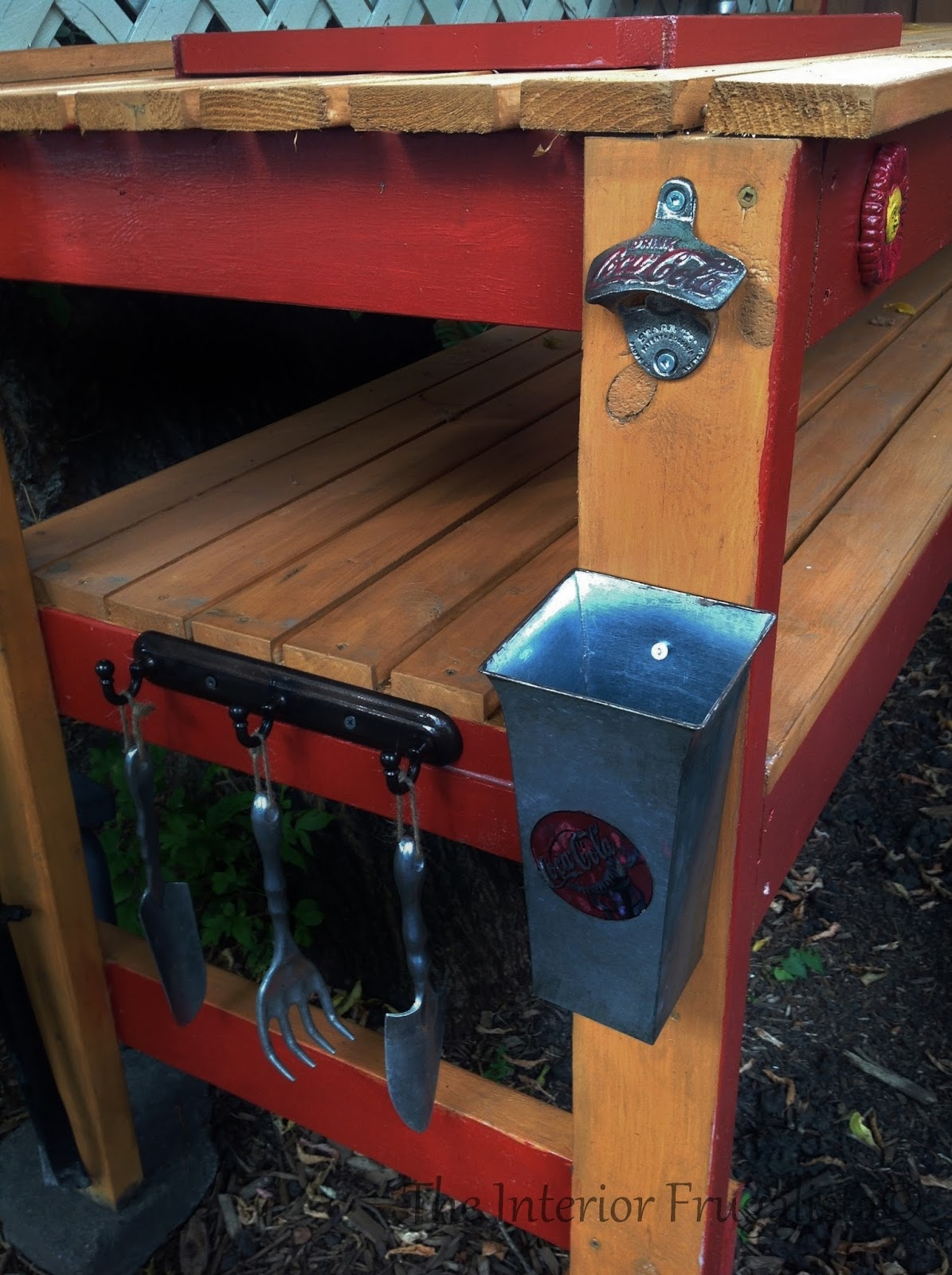 Diy outdoor bar potting bench the interior frugalista for Homemade outdoor bar