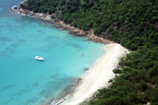 Vistas de playa en Antigua desde helicóptero