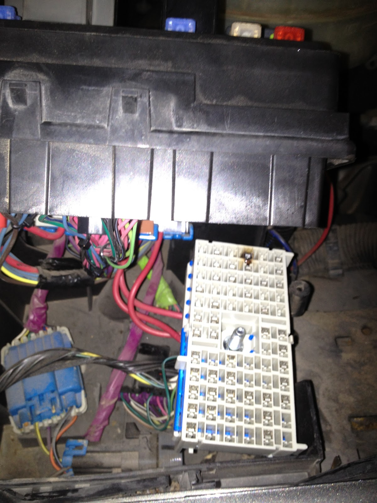 Burned+Terminal+Under+Fusebox ask sparky no high blower speed 2002 chevrolet silverado fuse box burning smell at gsmx.co