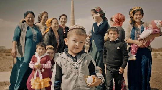 渋い雰囲気のトルクメニスタン・トラベル映像! 燃え続けるガスクレーター「地獄の門」など。『Visualtraveling - Turkmenistan』