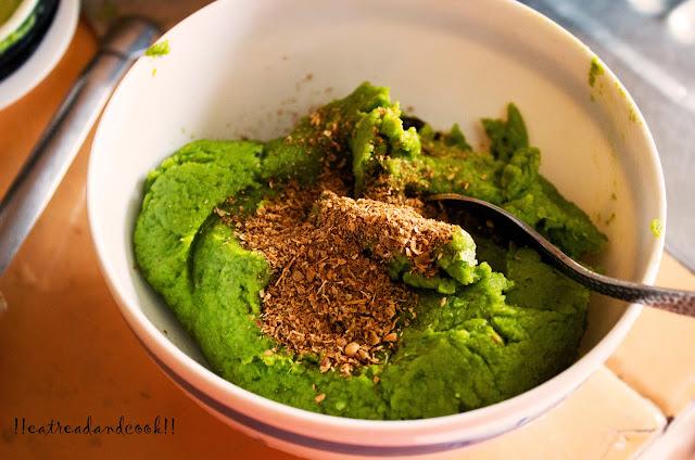 how to make green peas stuffed paratha recipe
