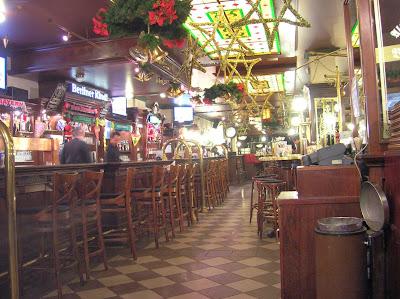 Restaurante Alt Berliner Biersalon, Berlin, Alemania, round the world, La vuelta al mundo de Asun y Ricardo, mundoporlibre.com