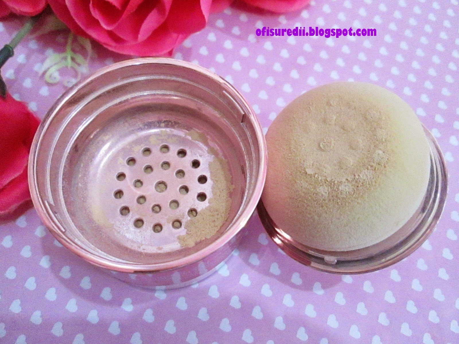 The powder has unique sponge It s easily to use but if you want ti r you can use brush Skin recovery face powder is translucent powder which gives