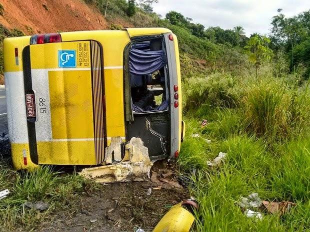 Acidente com ônibus em Wenceslau Guimarães, na Bahia (Foto: Leandro Alves/PortalBahiaNews.Com)