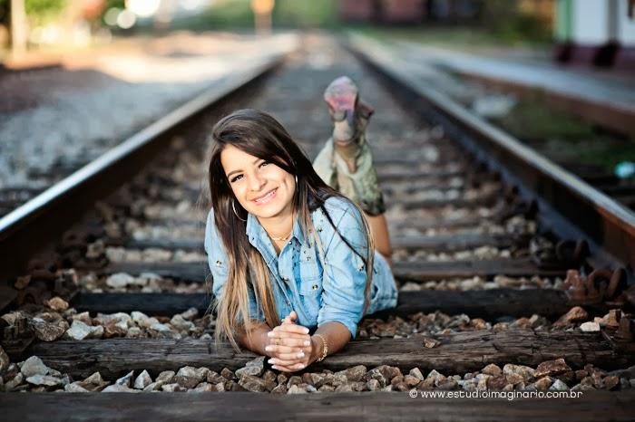 ook 15 anos bh,fotos 15 anos, book de fotos 15 anos, fotos criativas, fotos linha do trem, fotos naturais, book diferente