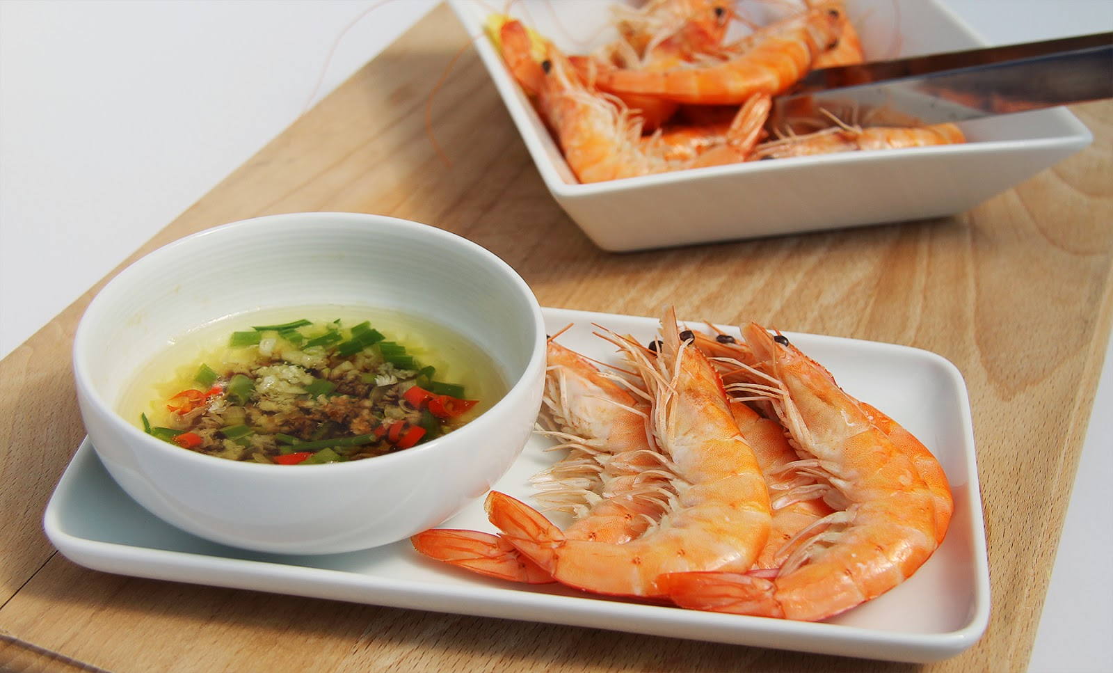 Shelled King Prawns with Garlic Dipping Sauce