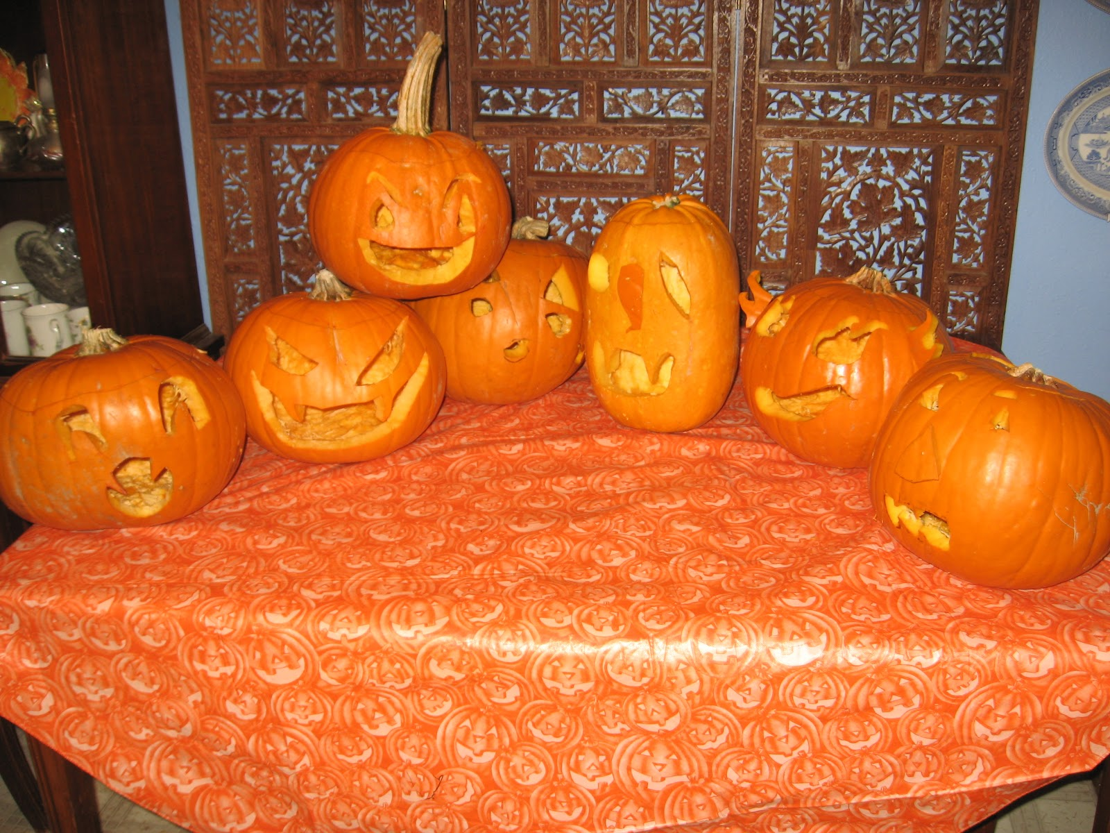 Re covered treasures blog: a halloween craft using plastic pumpkins