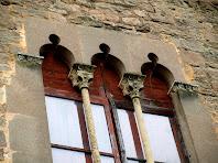 Detall de finestra gòtica del Castell de Balsareny