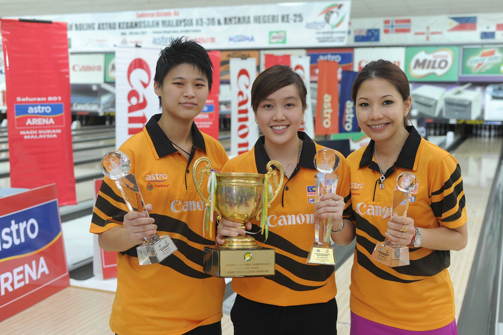 - Women Open Winners from (l) to (r) Runner Up Sharon Koh