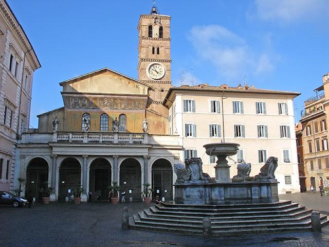 Piazza di Santa Maria in Trastevere (Rome)