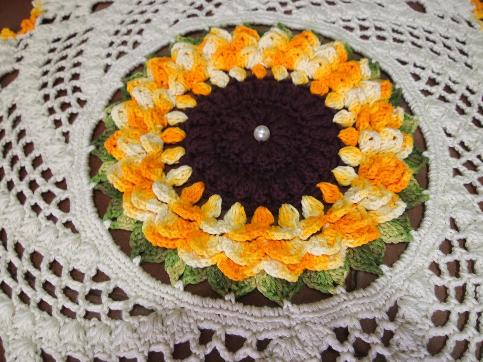Os croches da elsa tapete ou centro de mesa com flor girassol for Tapete mesa