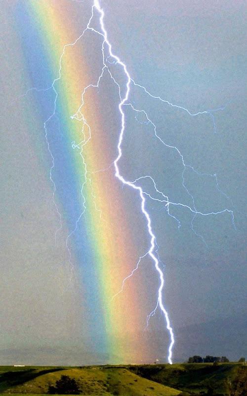 Lyn og regnbue - gnisten fra Thors hammer?