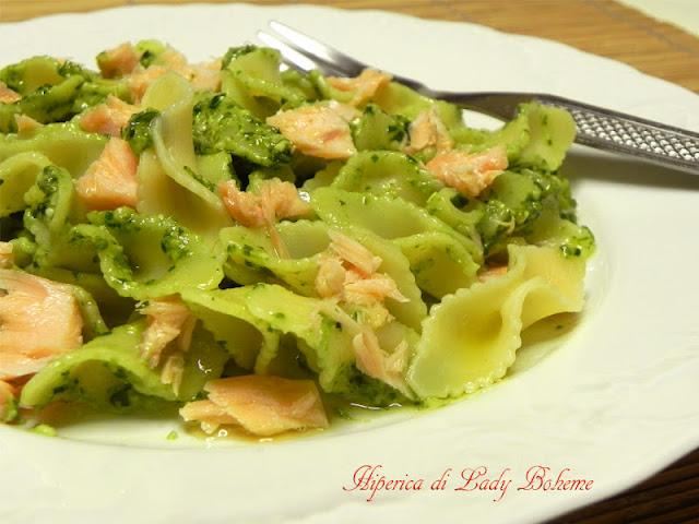 hiperica_lady_boheme_blog_di_cucina_ricette_gustose_facili_veloci_fiocchi_di_amore_al_pesto_di_basilico_e_salmone_3