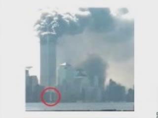 Dégagement de fumée à la base de la tour jumelle